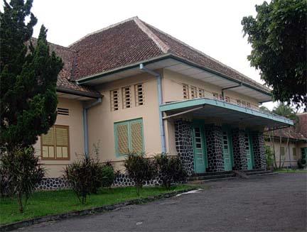 Gedung interniran Magelang